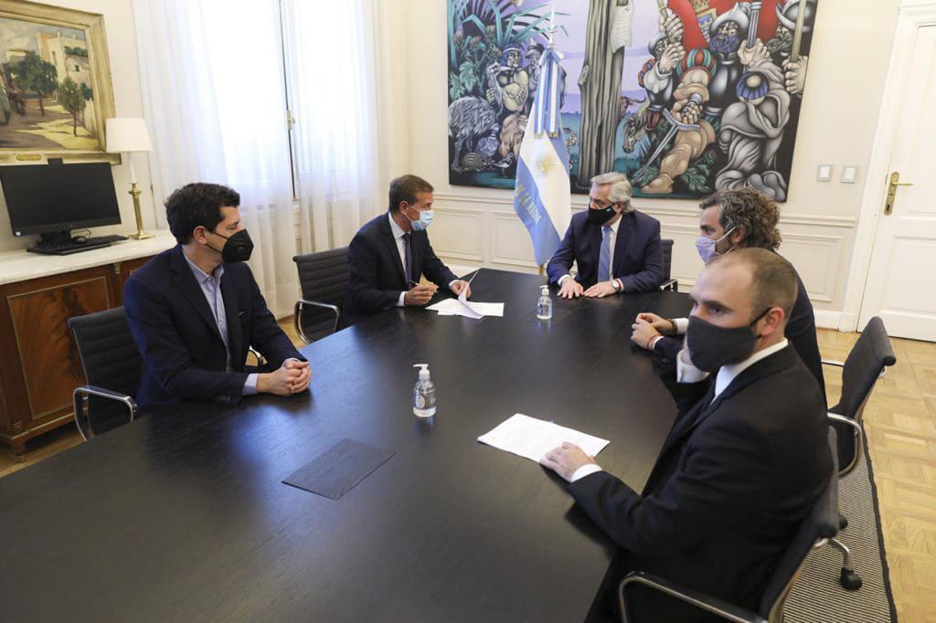 Alberto Fernández firmó con el gobernador de Mendoza un convenio de ayuda económica por la pandemia