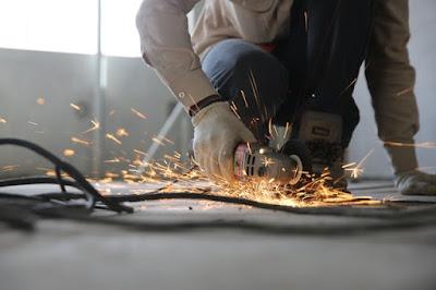 Munkavédelmi nadrágok építkezéseken.