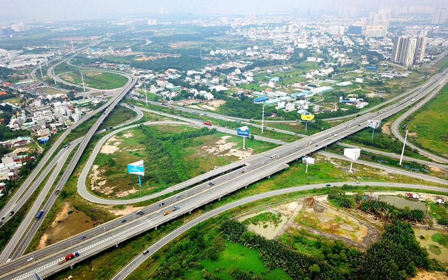 Cao tốc TP.HCM - Long Thành - Dầu Giây mở rộng lên 8 - 10 làn xe, góp phần kết nối giao thông giữa Đồng Nai, Bà Rịa - Vũng Tàu và TP.HCM; cũng như vào dự án sân bay Long Thành trong tương lai.