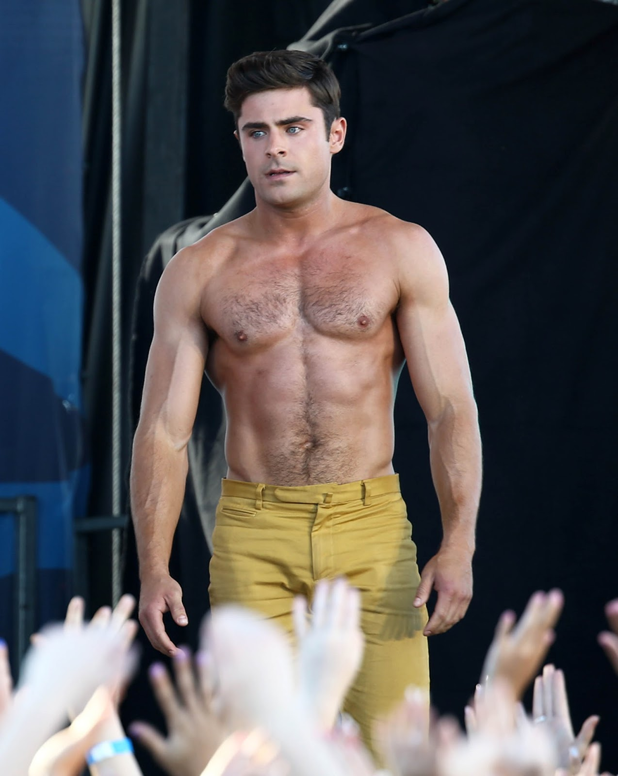 Zac Efron And Naked Model 19