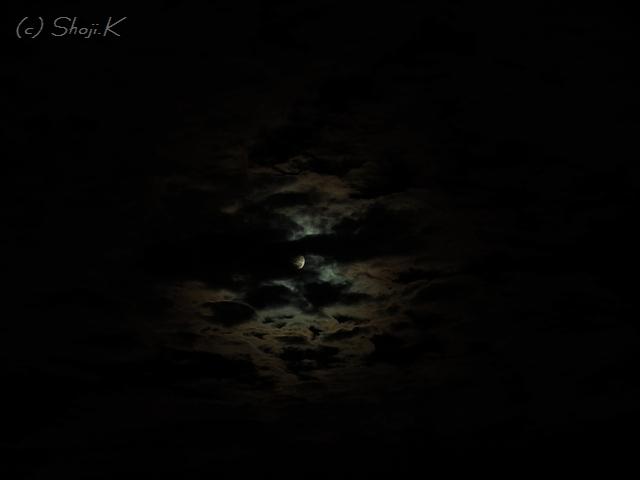 台風一過、満月