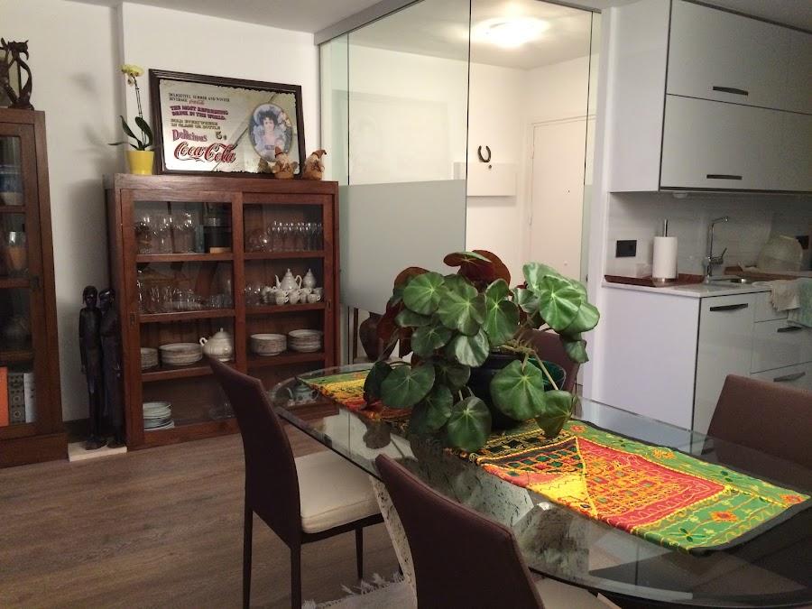 Recibidor, cocina y salón integrados