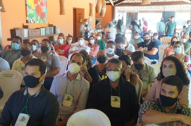 Prefeitos do Consórcio do Litoral Norte e Agreste Baiano participam de seminário em Conde