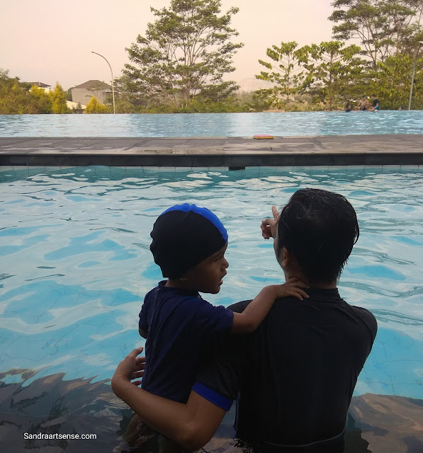 Berenang di Bumi Pancasona Kota Baru Parahyangan