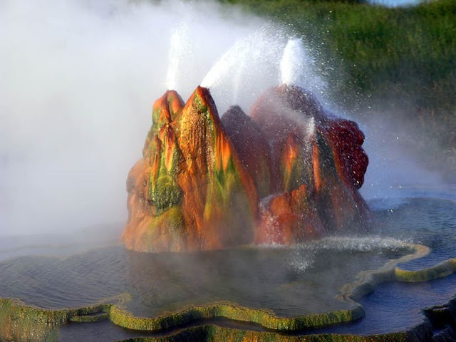 Fly Geyser in black rock desert in Hindi