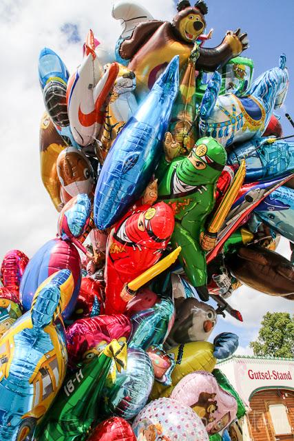 Ballons auf dem Jahrmarkt