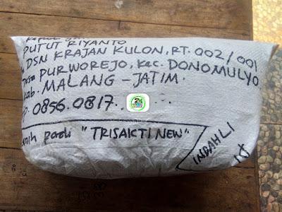 Benih padi yang dibeli     PUTUT RIYANTO Malang, Jatim.    (Sesudah di Packing).