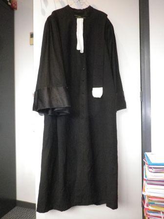 قصة لبس المحامي للون الأسود