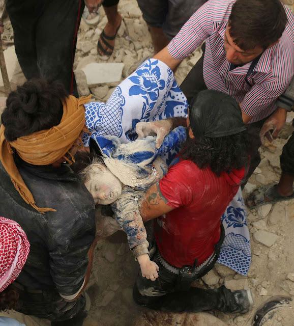 Bombas russas miram a população civil e hospitais em Aleppo. EUA, França e Grã-Bretanha falam em 'crimes de guerra'. A Rússia se beneficia com as migrações que caotizam Europa, sua maior vítima visada