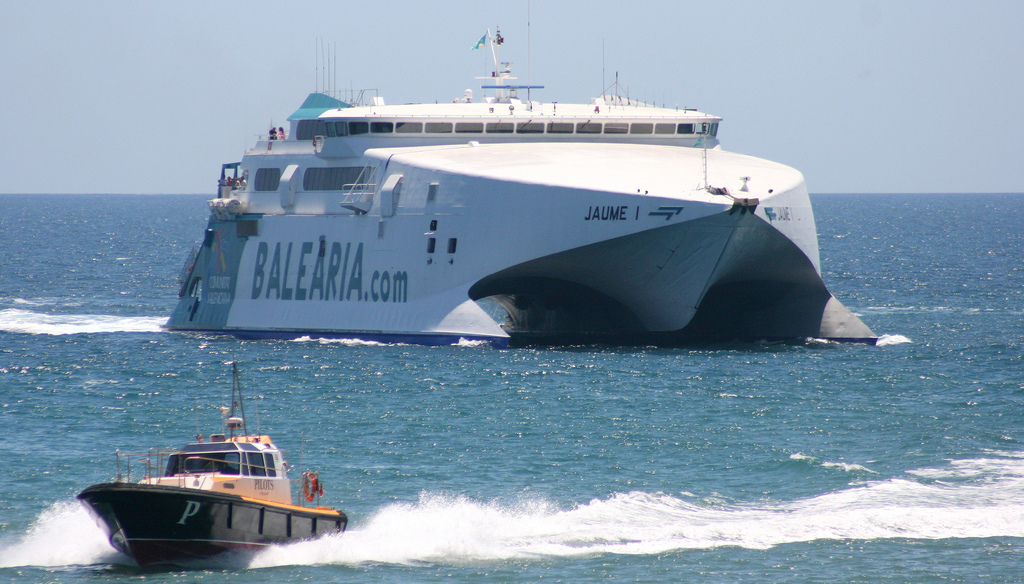 "World Wide Ferries: El fast ferry ""Jaume I"" navega hacia Denia"