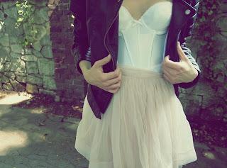 Corpete, corselet, corset e espartilho?