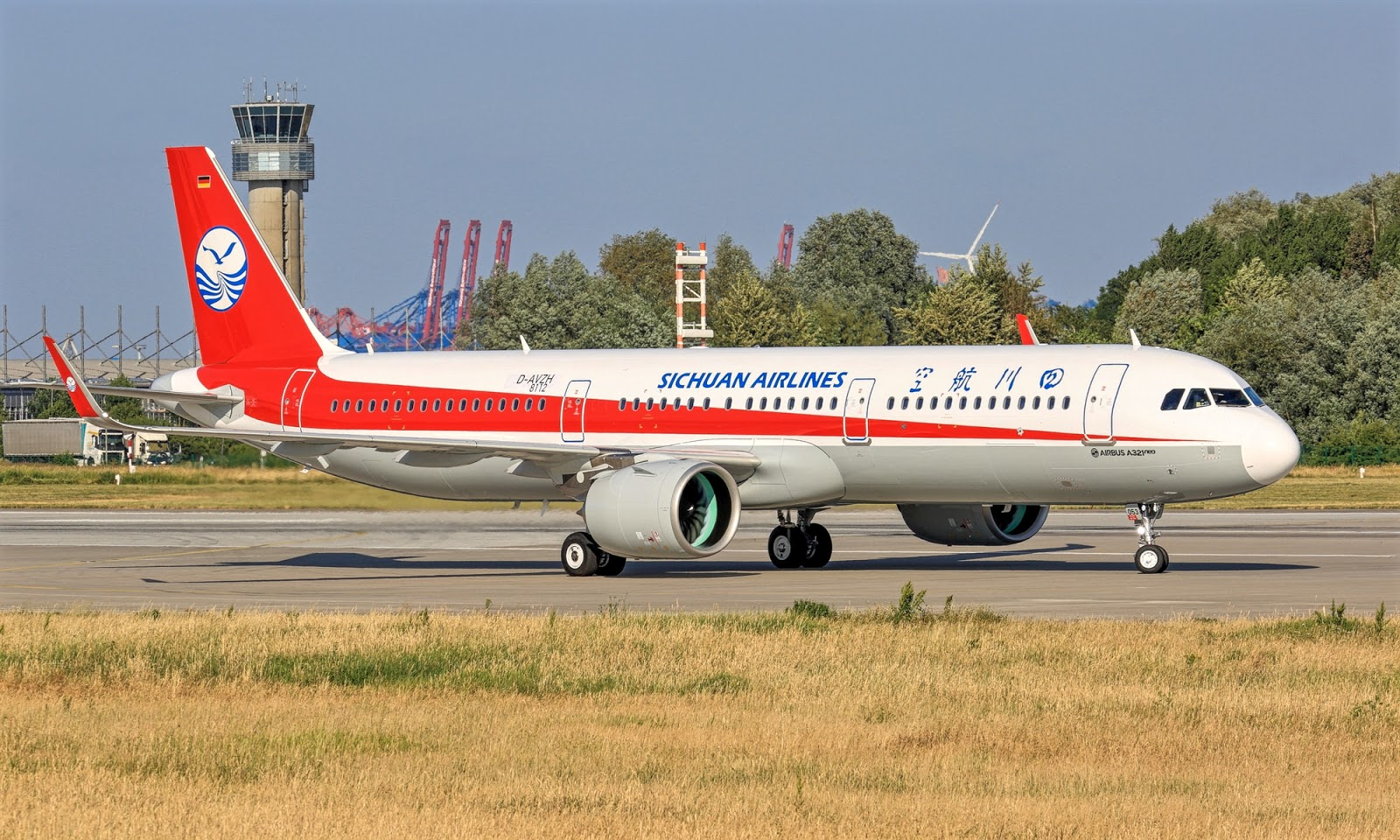 Airbus A321neo of Sichuan Airlines D-AVZH Taxiing