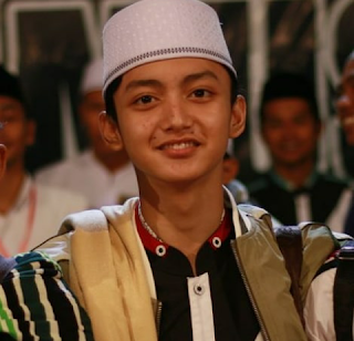 Biodata Gus Azmi Lengkap, Idola Baru Pecinta Sholawat
