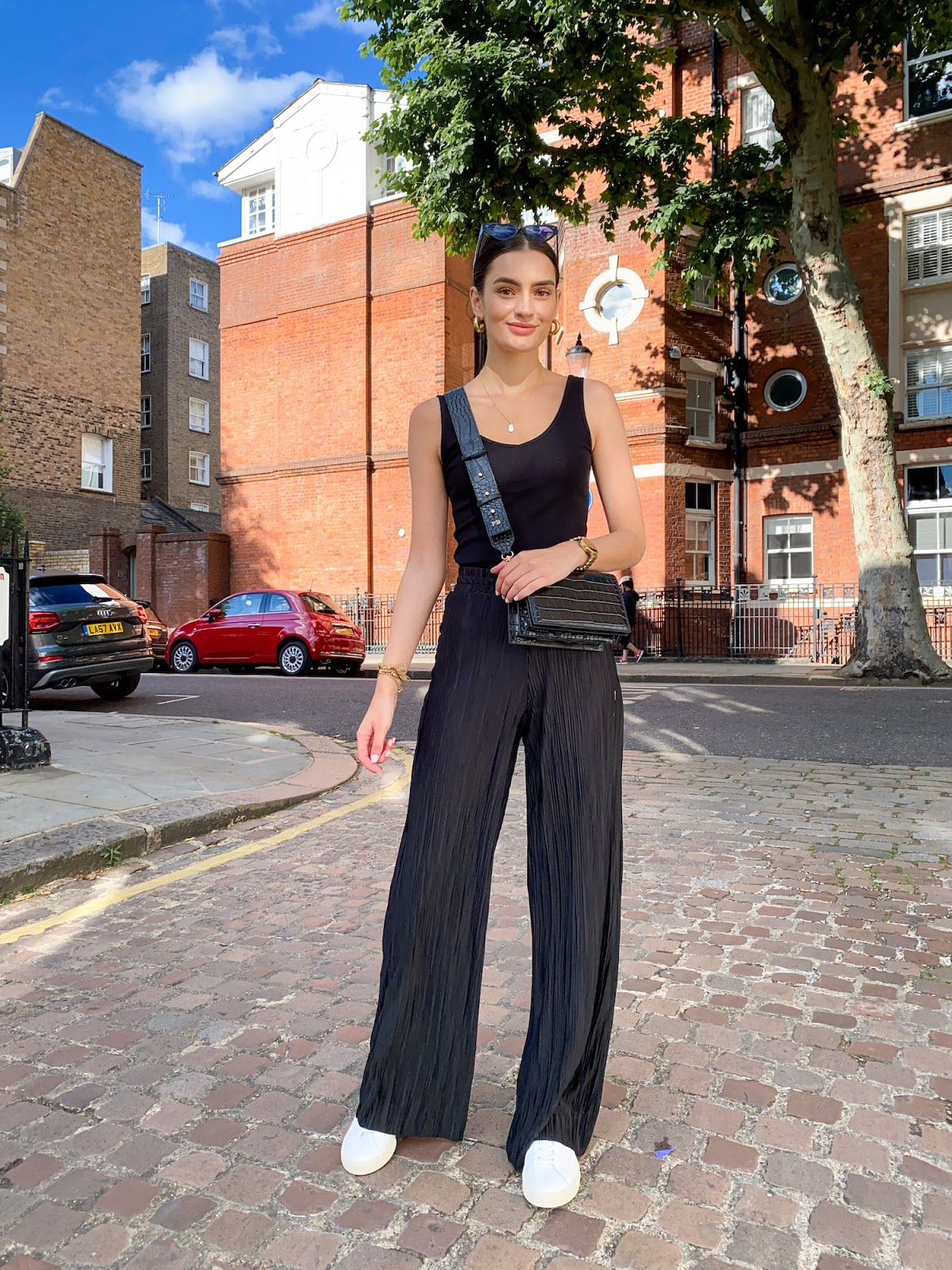 plisse trousers easy summer outfit