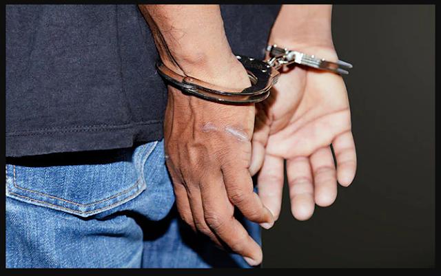 दिल्ली मैं एक आदमी के पास 25 अवैध हथयार पाए गए