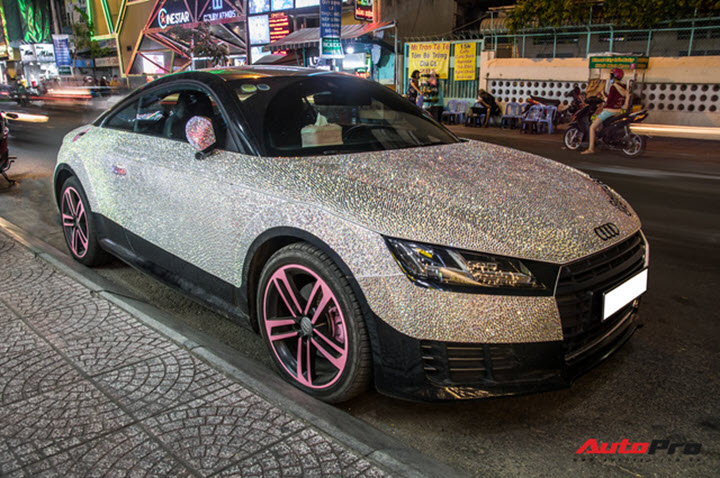 Nữ đại gia Sài Gòn chơi trội, lột xác Audi TT với phiên bản sáng nhất màn đêm - Ảnh 1.
