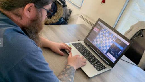 Portés par la série américaine Le Jeu de la dame, les échecs sont loin d'être mat