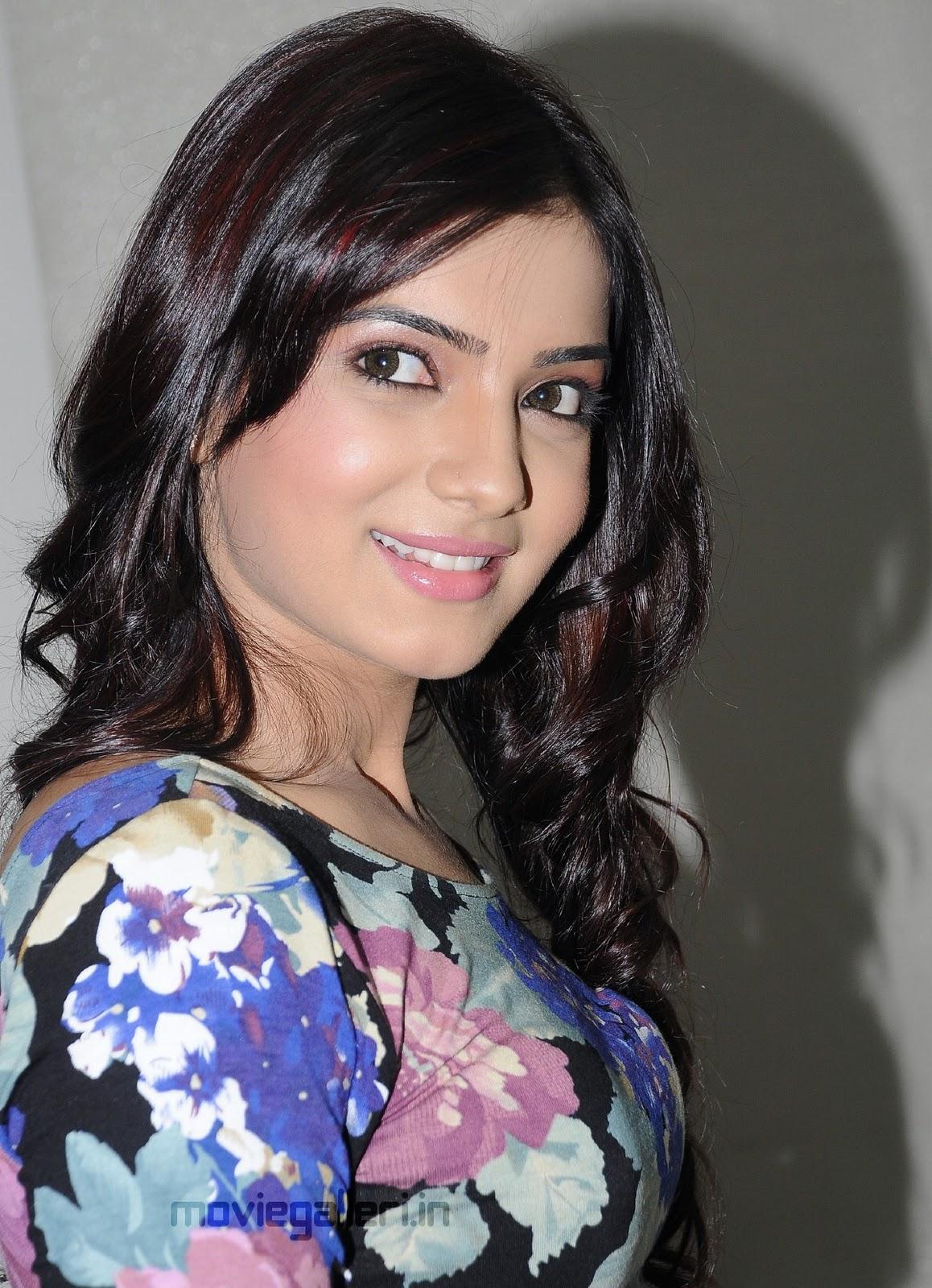 South Indian Actress Ramya Hot Photos