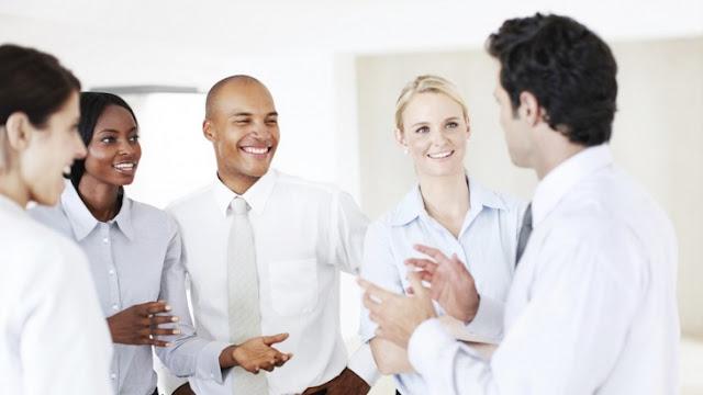 لتواصل ناجح مع زملاء العمل ، نصائح ست