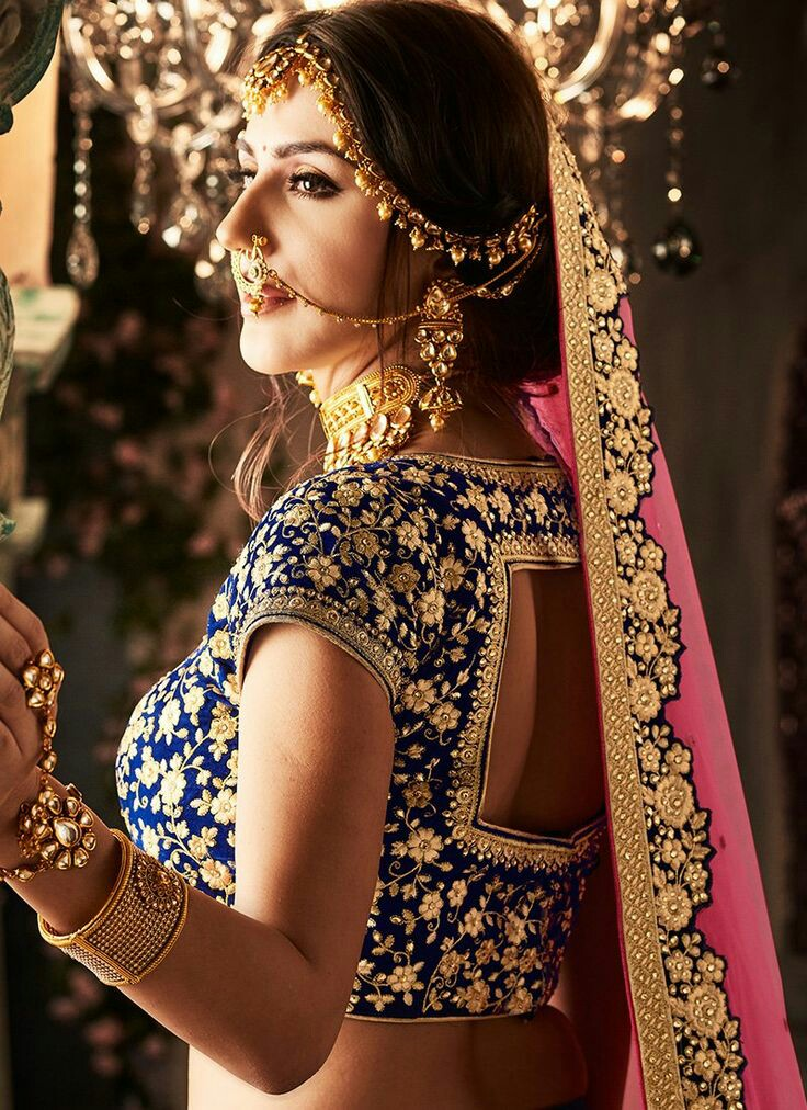 20+ Stylish velvet blouse designs for net sarees to try ...