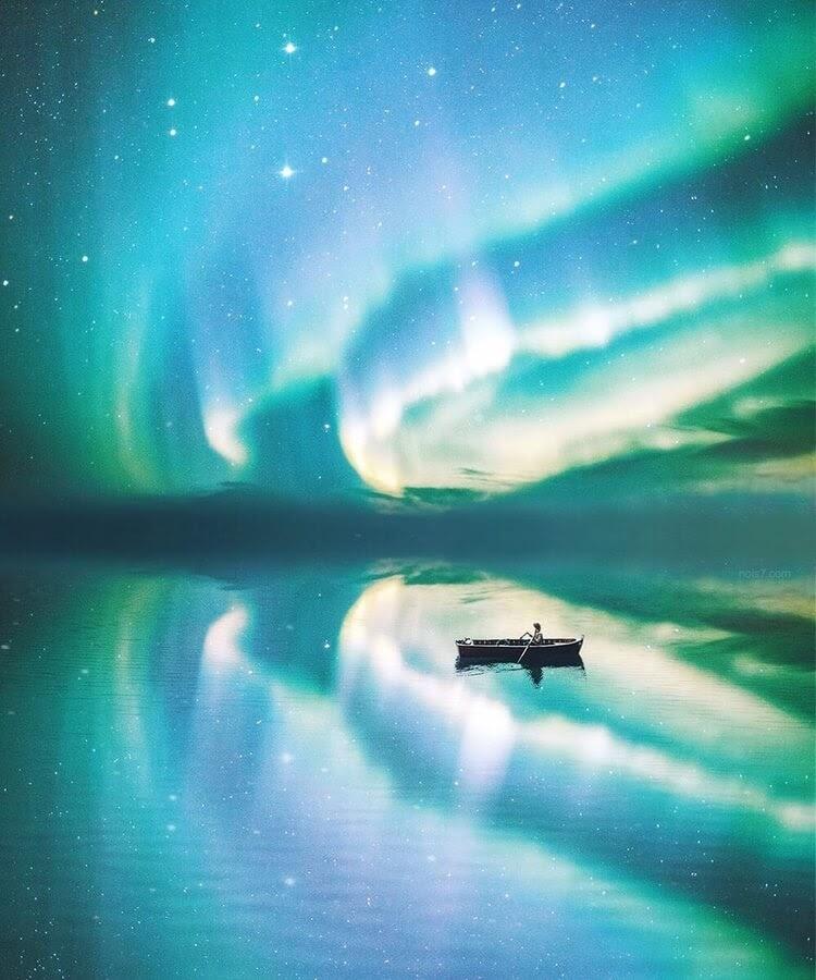 01-Aurora-Borealis-reflection-Robert-Jahns-www-designstack-co