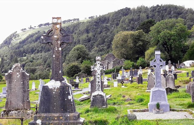 Vanhat ristit hautausmaalla