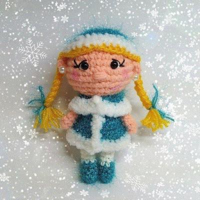 Вязаная Снегурочка крючком