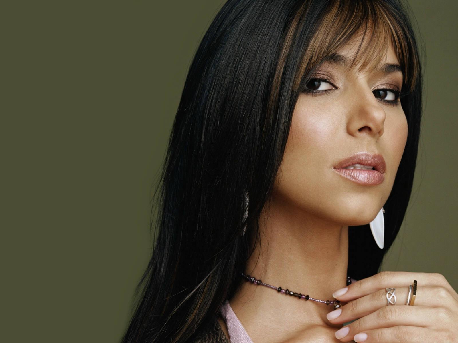 Free Wallpapers: Celebrity Wallpaper Roselyn Sanchez