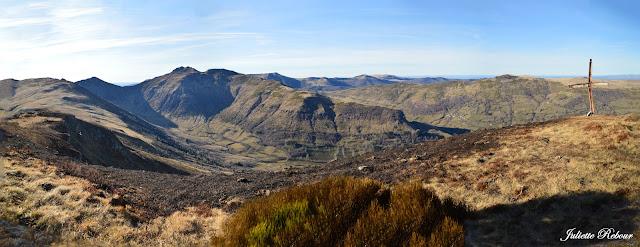 Anciens volcans dans le Parc Naturel Régional des volcans d'Auvergne