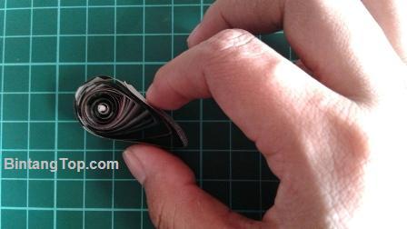 Cara membuat Bunga Hias dengan Teknik Quilling paper