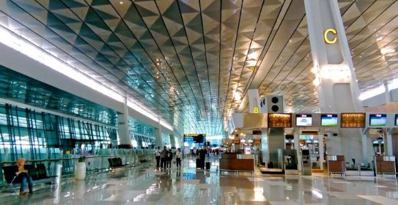Tips Agar Tak Kehabisan Tiket Pesawat Jakarta Surabaya Saat Liburan