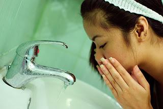 ล้างหน้าด้วยน้ำอุ่น