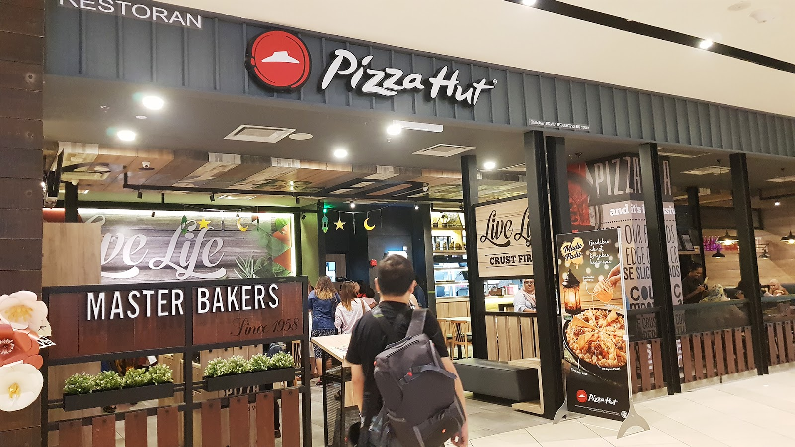 Chapter 11 First Visit To Melawati Mall Row Six Pizza Hut