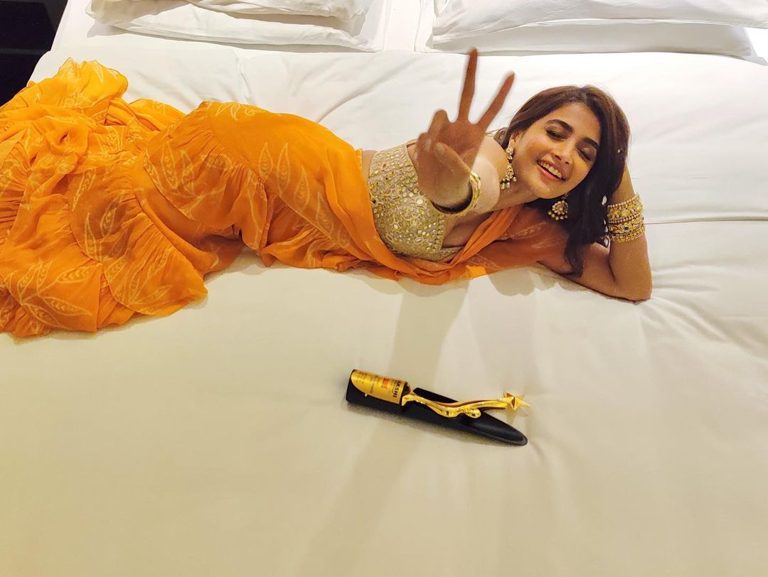 Actress Pooja Hegde latest Hot Navel Photos