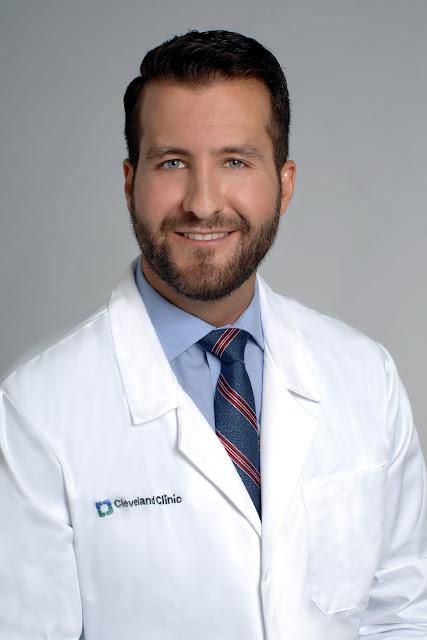 Dr. Aldo Riesgo, director del Centro de Ortopedia y Reumatología de Cleveland Clinic