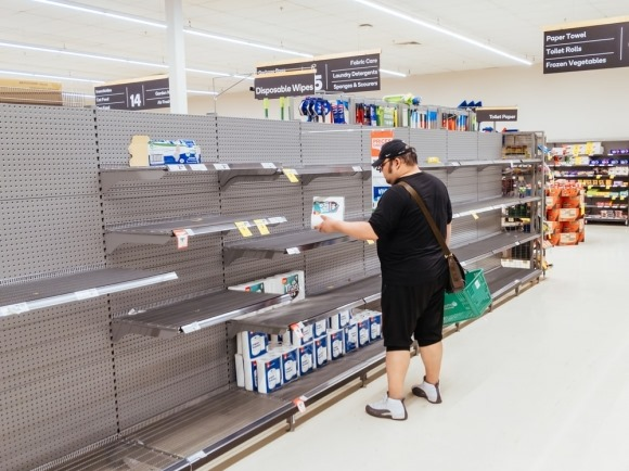 Dịch COVID-19: Vì sao người dân đổ xô đi mua giấy vệ sinh?