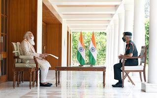 प्रधानमंत्री नरेन्द्र मोदी ने कोविड प्रबंधन के लिए सेना की तैयारियों और पहलों की समीक्षा की  चीफ ऑफ आर्मी स्टाफ जनरल एमएम नरवणे ने आज प्रधानमंत्री नरेन्द्र मोदी से मुलाकात की।