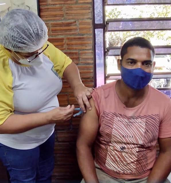 Ribeirão avança na vacinação, e pessoas acima de 35 anos começam a receber o imunizante contra Covid-19