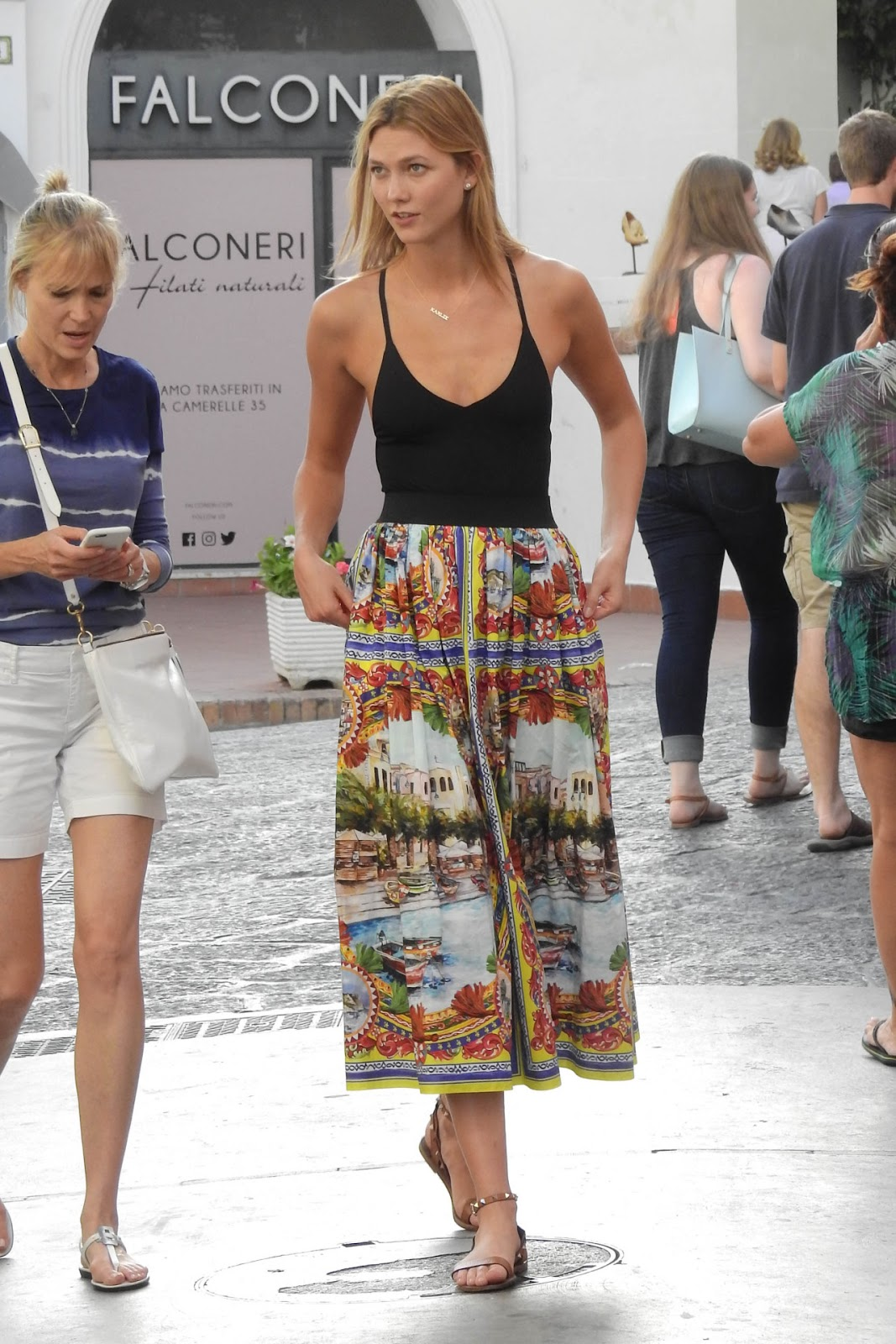 Karlie Kloss Explores Capri in a Relaxed Summer Outfit