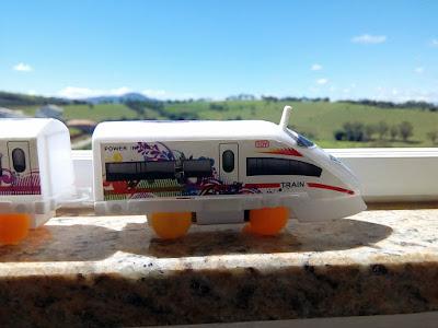 Trem de brinquedo elétrico