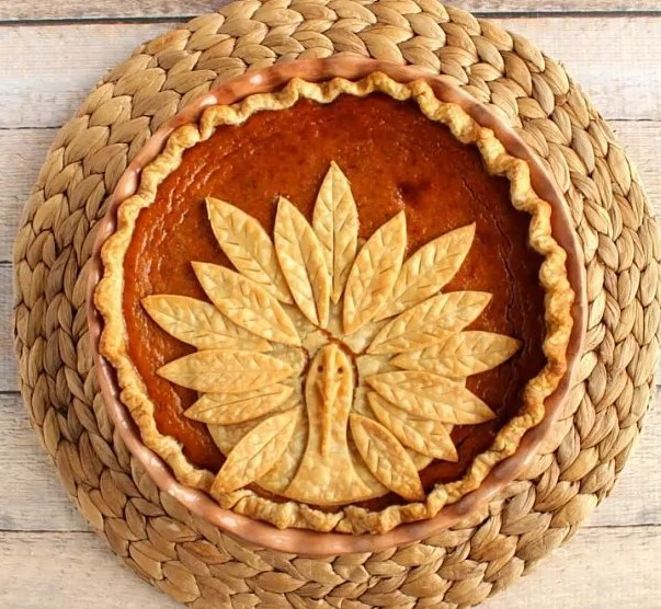 Turkey Crust Pumpkin Pie #desserts #thanksgiving