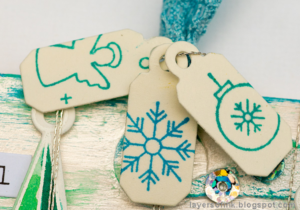 Layers of ink - Textured Ornament Tag Tutorial by Anna-Karin Evaldsson, tiny tags
