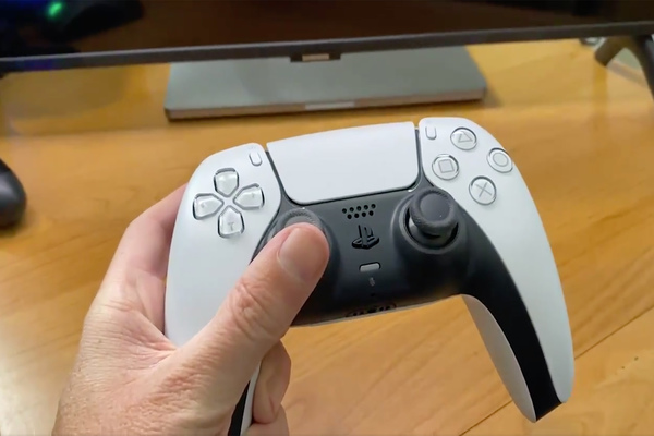 تقارير: أداة تحكم DualSense PS5 تعمل كذلك مع أجهزة أندرويد و PC