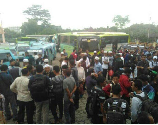PO. Bus Tiba-tiba Membatalkan, Massa Aksi Bela Islam III Lampung Berangkat Naik Angkot