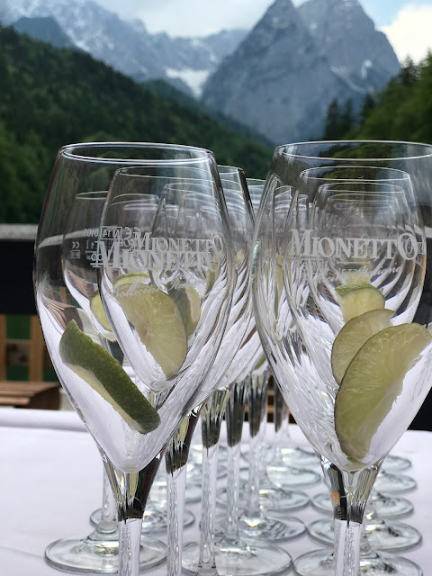 Prosecco Mionetto wedding reception,  shades of raspberry and apricot, lake-side wedding in the Bavarian mountains, Garmisch-Partenkirchen, Germany, wedding venue Riessersee Hotel, wedding planner Uschi Glas, getting married abroad