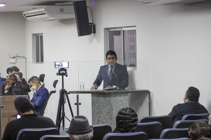 Vereador Leandro Félix usa espaço da tribuna para relatar diversos assuntos
