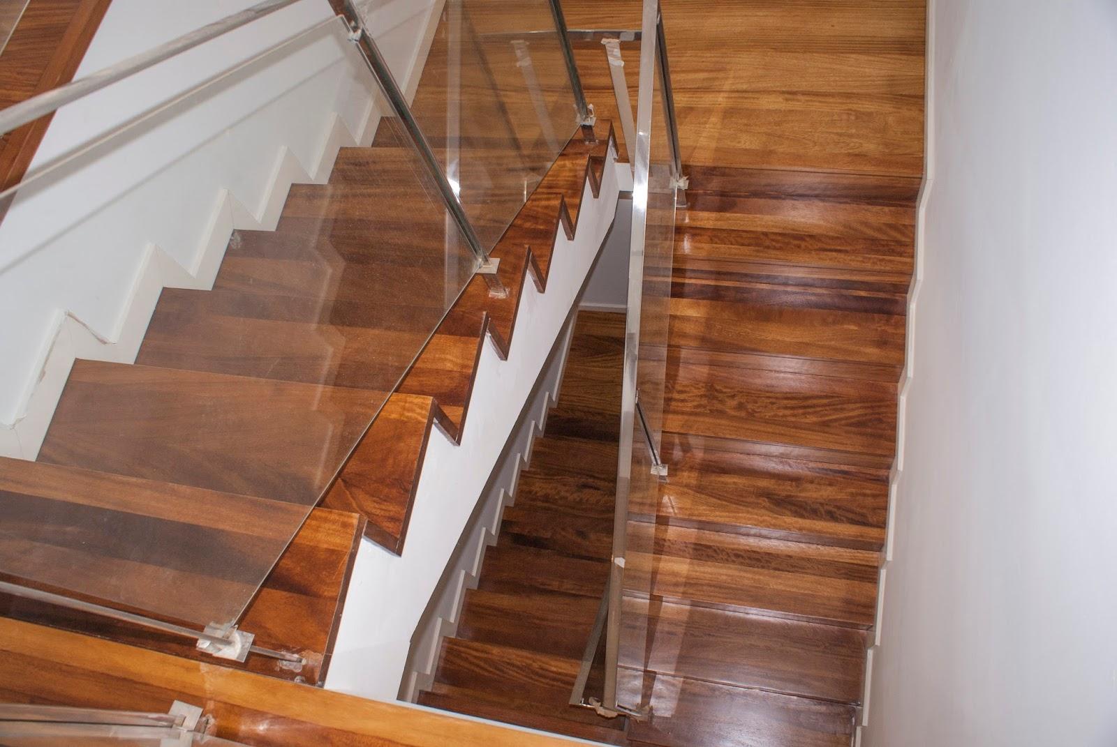 Acuchillar o restaurar una escalera de madera for Escalera 9 escalones