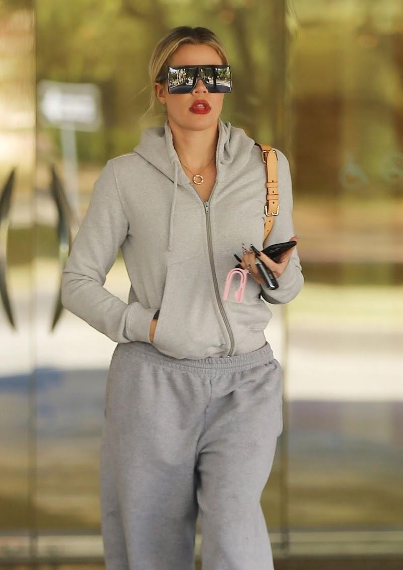 Khloe Kardashian Clicked Outside in Calabasas 12 Nov -2019