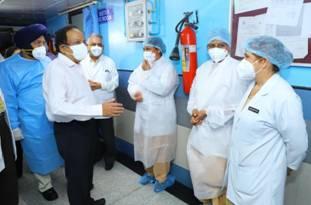 केन्द्रीय स्वास्थ्य मंत्री डॉ. हर्षवर्धन ने डॉ. आरएमएल अस्पताल, नई दिल्ली में कोविड-19 के प्रबंधन से जुड़ी तैयारियों की समीक्षा की  Union Health Minister Dr.Harsh Vardhan reviewed the preparations related to the management of covid-19 at Dr.RML Hospital New Delhi