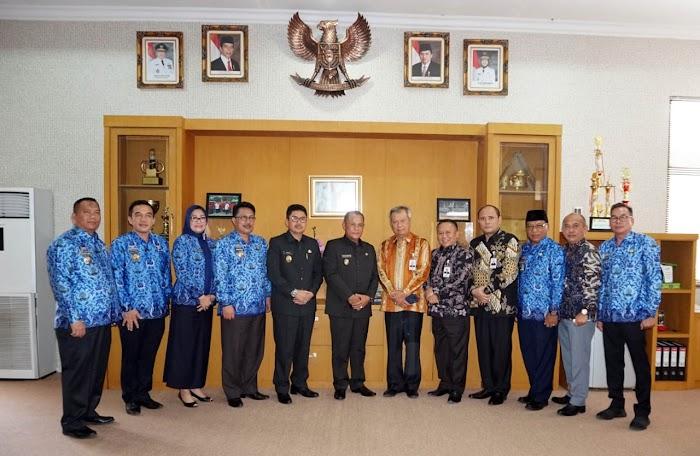 Plt Bupati Nanang Ermanto BerAudensi Dengan Direksi Bank Lampung Di Pemkab Lamsel.